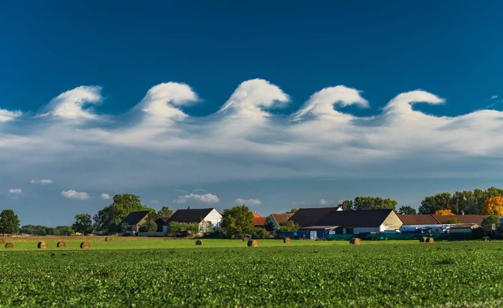 Kelvin-Helmholtzovy vlny nedaleko Vodňan v jižních Čechách dne 10. 10. 2021, autor: Lukáš Gallo